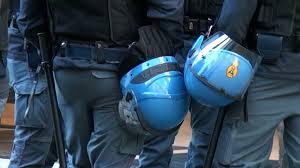 caschi polizia