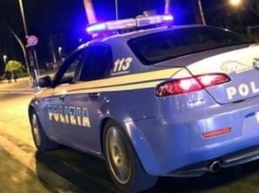 Dimentica chiusa in auto bimba di 1 anno, salvata dalla polizia