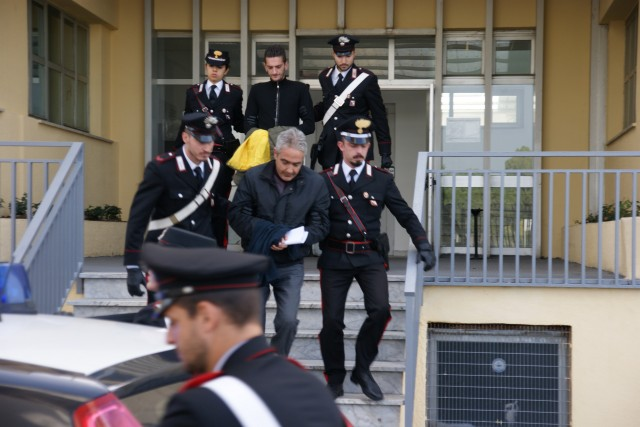 Crotone: Sgominata banda dedita a rapine, attentati incendiari e spaccio di droga