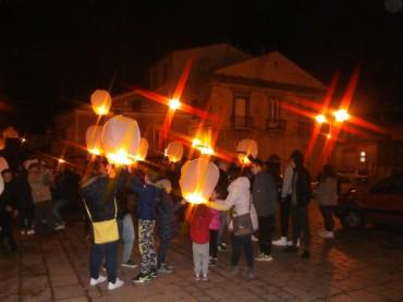 Giornata internazionale contro la violenza sulle donne: magia di lanterne nel cielo di Cancellara