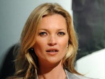Kate Moss compie 43 anni