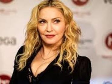 Madonna adatto due gemelle