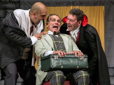"""Alla Sala Pasolini Young presenta """"Dracula"""", favola horror tutta da ridere"""
