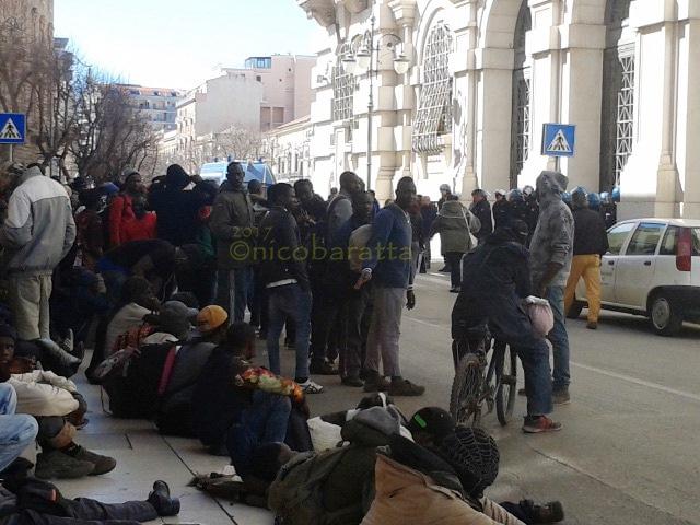 Foggia: incendio al 'Gran Ghetto', morti due migranti