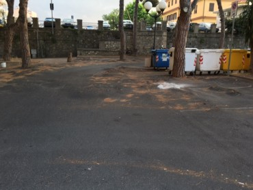 Albenga: lamentele in piazza Matteotti
