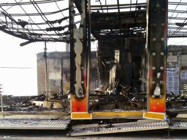 Una giostra incendiata è ferire l'innocenza di un bambino. Il racket va debellato denunciando