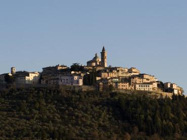 Mercatini in piazza, concerti e incontri d'arte a Trevi per un lungo weekend d'autunno