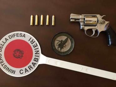 """Monte Sant'Angelo, i """"Cacciatori Sardegna"""" scovano arma occultata. Arrestato noto pregiudicato [VIDEO]"""