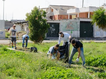 QUARTIERE IN MOVIMENTO RIPULISCE UN'AREA VERDE