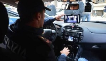 Polizia_controllo-con-telecamera-a-bordo-auto