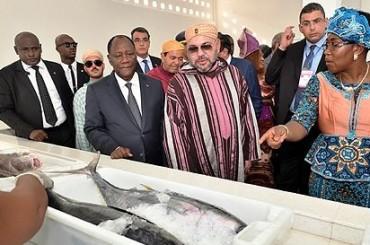 """Re Mohmmed VI ed il Presidente ivoriano inaugurano il punto di sbarco di pesca """"Mohammed VI"""" di Locodjro"""