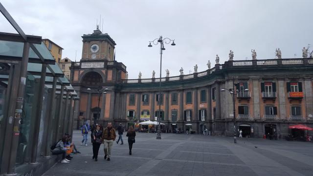 Napoli: la più bella metropoli del Mediterraneo: Piazza Dante