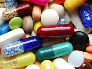 """Antibiotici: da oggi lo spot di sensibilizzazione """"Il Supervampiro"""" con Ricky Tognazzi in onda sulle reti RAI"""