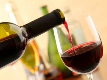 Bere vino prima di dormire aiuta a perdere peso