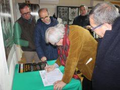 """Vittorio Sgarbi a Ciminna visita la mostradedicata al film """"Il Gattopardo"""" promossa da BCsicilia"""
