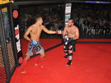 Spettacolo nella gabbia del Fight club championship