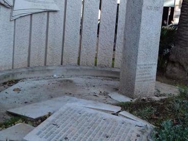 Scempio a Bari. Vandalizzato il monumento in memoria a Aldo Moro