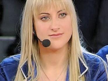 L'abito di Martina Stavolo firmato da Valeria Marini