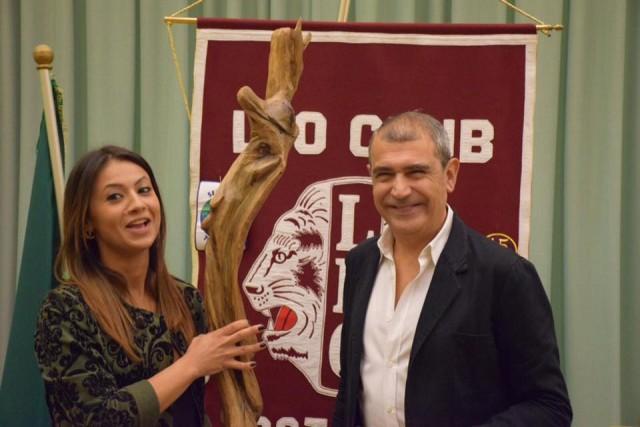 Lo stilista Michele Miglionico e la Presidente del Leo Club Ivana Grillo