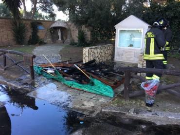 Foggia, bruciato il presepe nel giardino della Parrocchia Madonna del Rosario