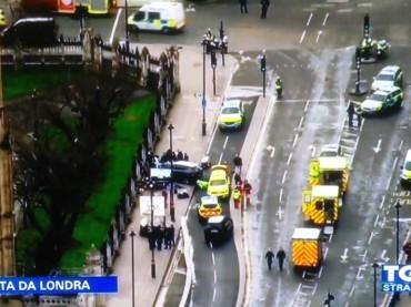 Londra sotto attacco. Uomo fuori da Westminster abbattuto per minaccia armata. Terrorismo…?