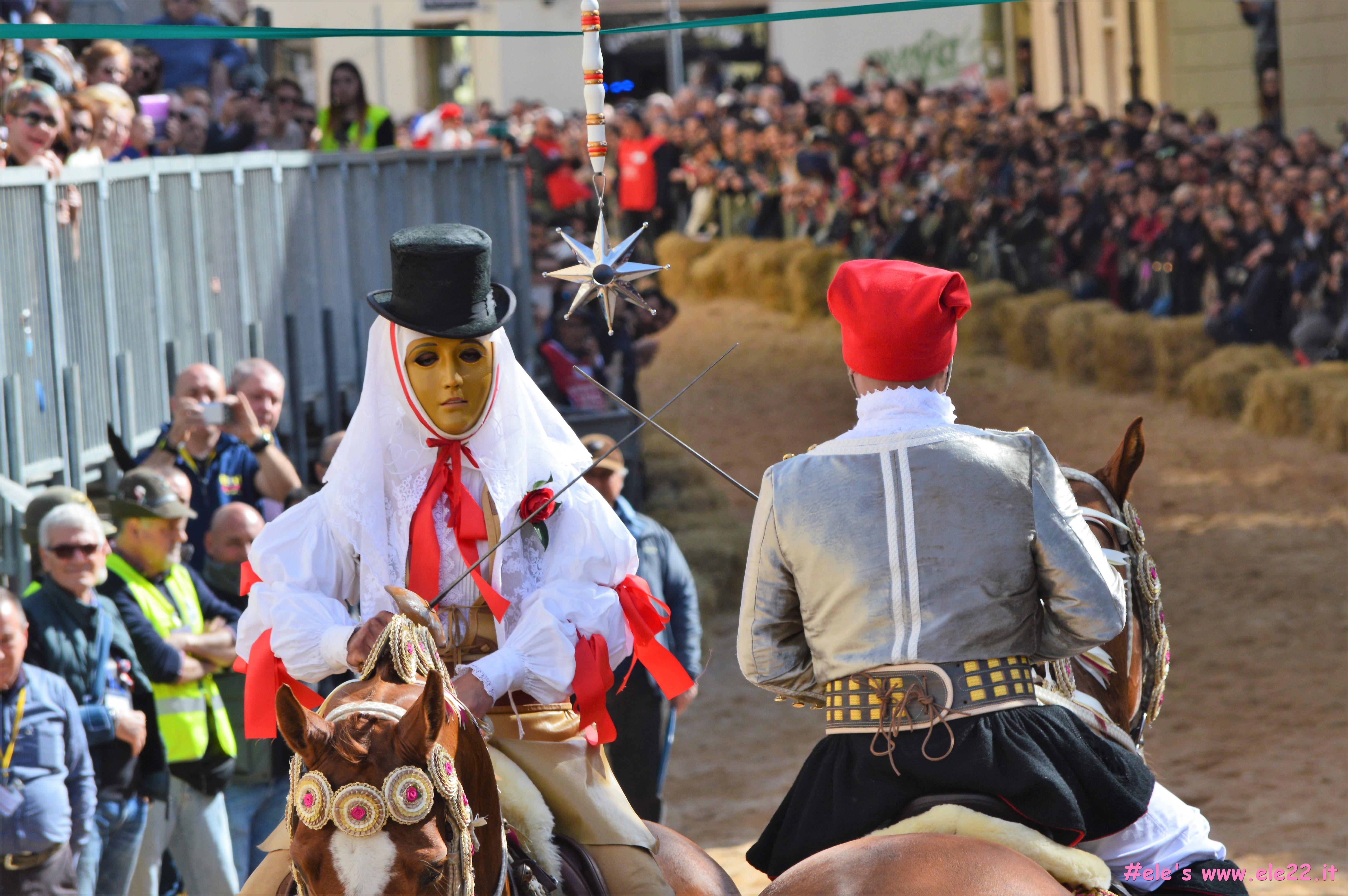 Incrocio di Spade a Sa Sartiglia ph Ele's www.ele22.it