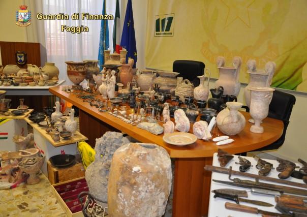 [I circa 350 reperti archeologici recuperati - foto GdF-]