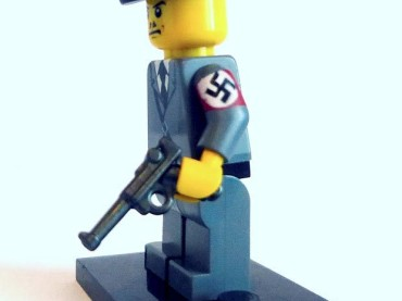 "Nazi simil Lego"" su Amazon"