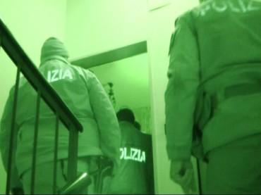 Foggia, Questura, arrestato intero nucleo familiare sanseverese per estorsione. VIDEO