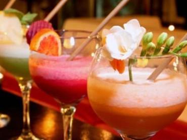 Titoli di coda su una bevanda alcolica cult: bere gin (o altri superalcolici) rende tristi