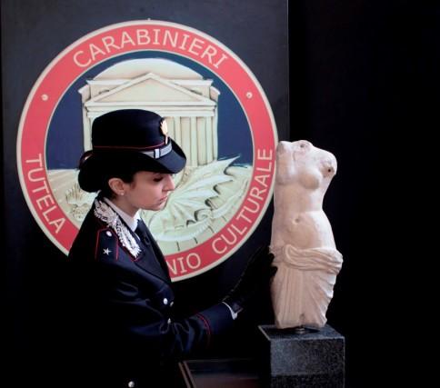 Statua Afrodite recuperata dai CC Foggia feb2018