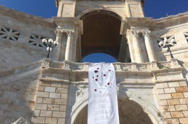 Cagliari, rubato lo striscione che raccontava i genocidi della Storia