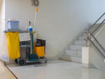 Il fai da te per le pulizie di condominio conviene?