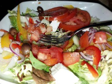 L'insalata nel cestino di pane, come prepararla