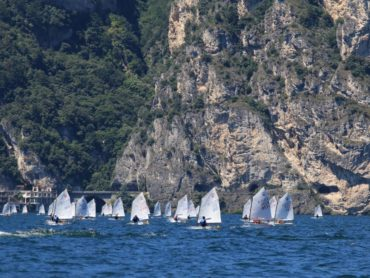 Tornano gli Optimist sul Garda Trentino: week end lungo alla Fraglia vela Riva con il Trofeo Torboli classe Optimist
